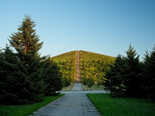 One of the long stairs leading up to the lookout over Mount Moere