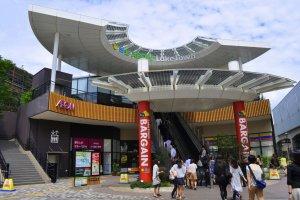 The entrance to Kaze from the Koshigaya-Laketown station