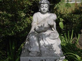 Une autre de ces statues