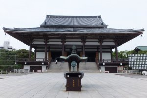 The main hall of Nishiarai Daishi