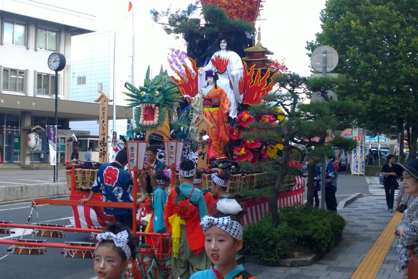 A traditional design float