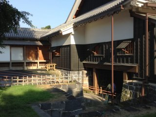 The building adjacent to the main keep is lavashly decorated inside. It was used to greet guests with tea ceremony.