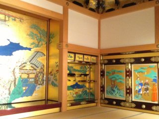Another example of the exquisite art in the Hon-Maru Goten Great Hall.