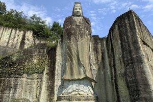 Heiwa Kannon stands tall near Oyaji Temple