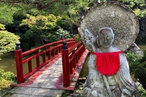 The bridge to the Benzaiten shrine at Oyaji Temple