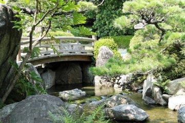 สวนญี่ปุ่นในสวนโอะโฮะริ