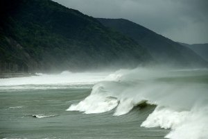 Typhoon-hit waves off of Hyogo.