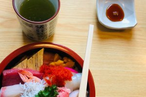 Sashimi served in the chirashizushi format