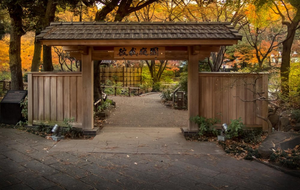 The main entrance to this garden is in classic Japanese style