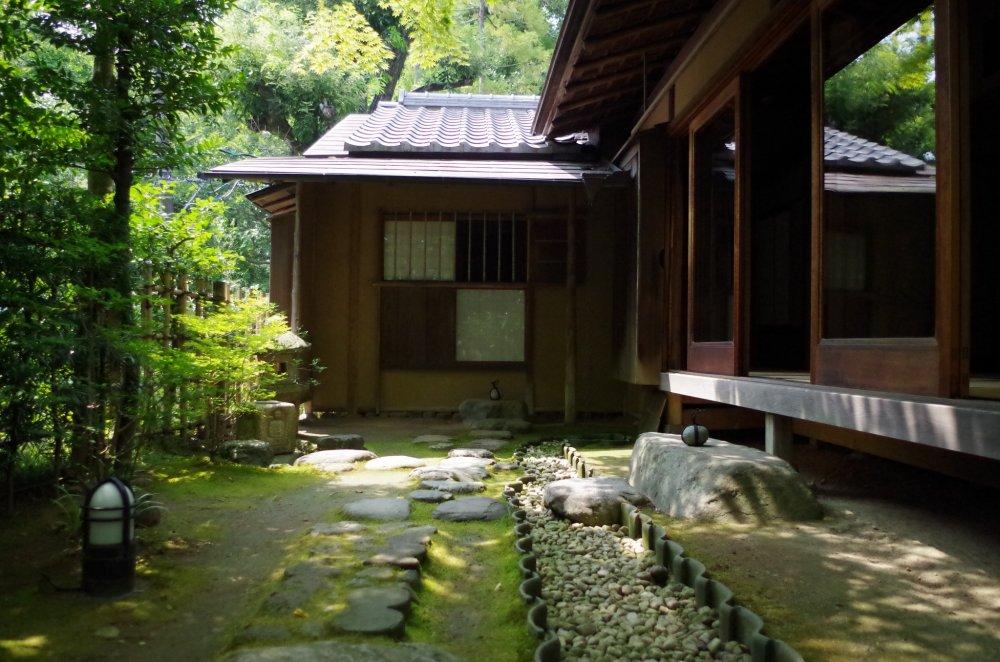 日本建筑_老欅庄充满怀旧日本民居建筑风格