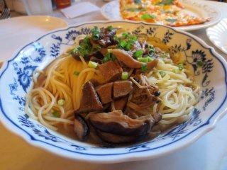 Japanese-style mixed mushroom spaghetti with green onions