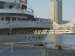 The Concerto company offers dinning experience whilst sailing Kobe bay
