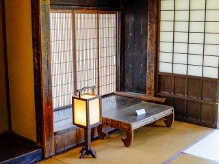 L'intérieur de la maison est impressionnant, offrant un aperçu sur la vie des samouraïs à cette époque