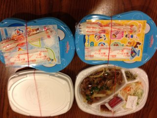 Two kids curry sets and one spicy beef adult set with steamed rice for a total of 1,500 yen