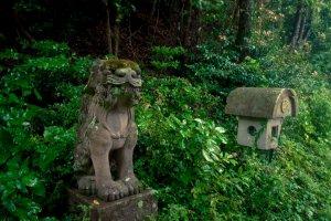 A minor shrine along the way