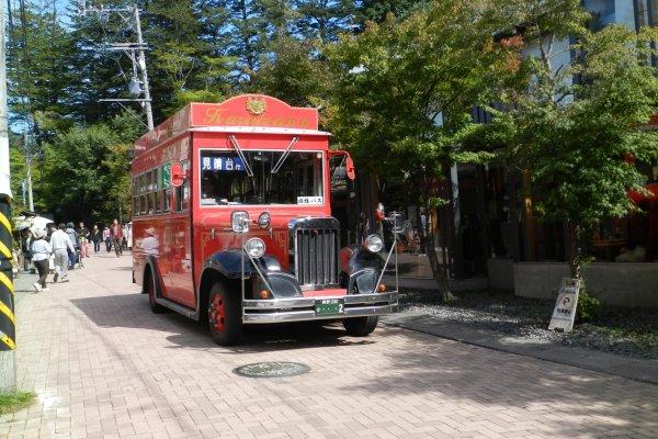 Adorable vintage bus.