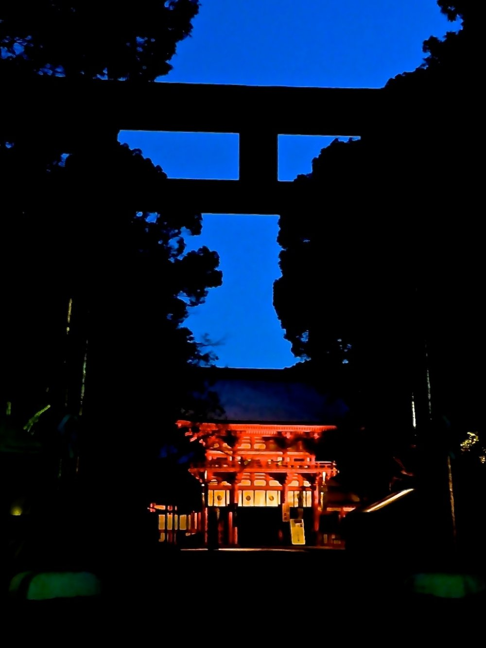 The main gate of the shrine in the early morning