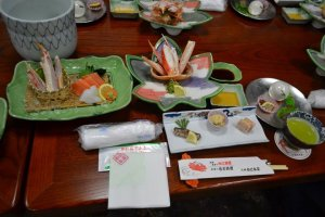 """ชุดอาหาร""""Kaiseki Taisetsu"""" ที่มีทั้งหมด 10 คอร์ส ไฮไลท์ที่สำคัญคือเหล่าบรรดาปูที่เป็นวัตถุดิบของอาหารในแต่ละจาน"""
