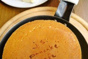 แพนเค้กสูตรอร่อยเฉพาะตัวที่มีเอกลักษณ์ของj.s.pandcake