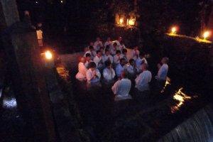 Batismo em Okunoin no Koyasan. É o que eu chamo de estar mergulhado na cultura! Literalmente!