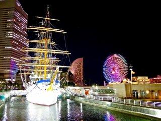 미나토 미라이의 닛폰 미라이 선박 및 코스모 시계 21 관람차