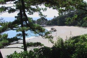 高知県の桂浜。龍馬はこの浜から広大な海を眺めて育った