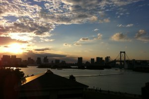 Sunset by the bay, Odaiba