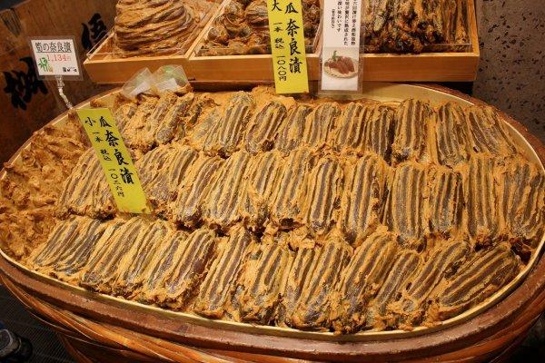 京漬物「桝悟」の代名詞でもある奈良漬け。さすがに美味だ