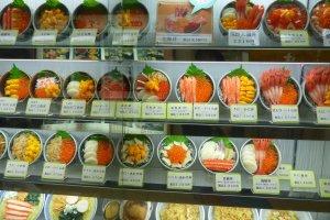 ภาพตัวอย่างเมนูอาหารทะเลตามร้าน ราคาตั้งแต่ 1,500 - 2,900 เยน