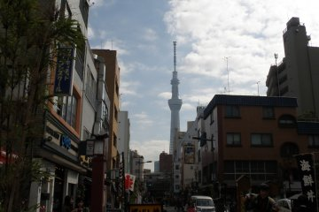 <p>จากวัดอาซากุสะเดินไปโตเกียว สกายทรี ใช้เวลาประมาณ 20 นาที</p>