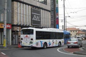 นั่งรถบัสไปพิพิธภัณฑ์ / Bus to the museum