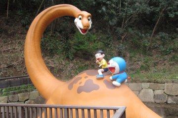 <p>โดราเอมอน โนบิตะ และพีสุเกะ / Doraemon and his friends</p>