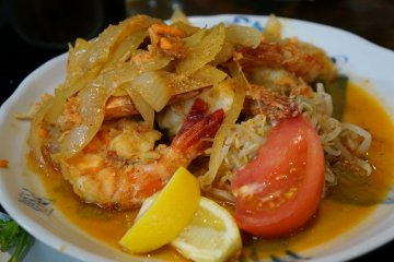 <p>King prawns served with onions in a wonderful garlic butter sauce</p>