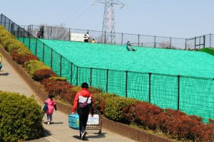 Artificial-turf sledding hill