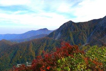 ภูเขาไดเซนตระหง่านเหนือโยนาโกะ