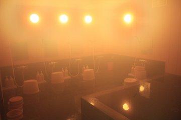 <p>ห้องอาบน้ำสำหรับนั่งอาบน้ำขัดตัวและอ่างอาบน้ำร้อนแบบ Indoor</p>