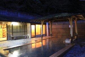 hot spring ของที่นี่เป็นที่นิยมของชาวต่างชาติจากฝั่งยุโรปและอเมริกา