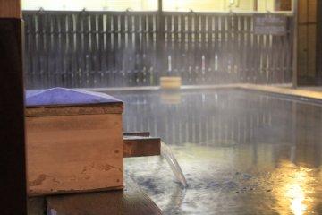 <p>น้ำร้อนที่มีแร่ธาตุซัลเฟอร์ตามธรรมชาติ</p>