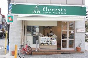 บรรยากาศเก๋ๆ ที่หน้าร้าน floresta สาขาเท็นโนจิ ที่โอซาก้า