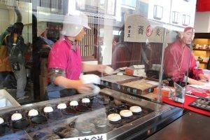 ขนมอุเมงะเอะ โมจิ (Umegae-mochi)
