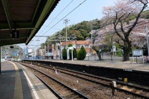 นั่งรถไฟ Meitetsu สาย Inuyama จากสถานี Nagoya และลงสถานี Inuyamayuen