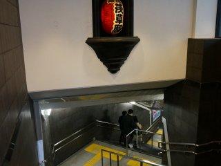 ถ้าเจอประตูทางออกรถไฟใต้ดินนี้แสดงว่ามาถูกทางแล้ว