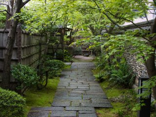 Passing through the gate and entering the garden. Have a look at the mud walls,...