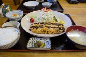 "Kurobuta ""black hog"" cutlet teishoku"