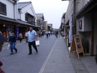 내부(나이쿠) 신사로 가는 오카게 길에 있는 가게와 음식점들