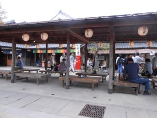 Nice little rest area and an outdoor stall sellingIse Udon in the background