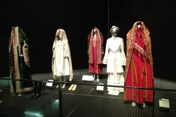 <p>Costumes from Central Asia</p>