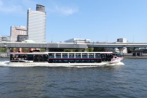 เรือท่องเที่ยวล่องแม่น้ำสุมิดะ