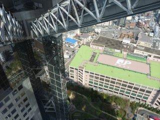 Mesmo que não tenha medo de alturas, esta vista pode fazer a sua barriga dar voltas como nunca imaginou! Arrepiante!