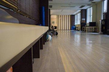 <p>Spacious fitness area at Comfort Tama Plaza.</p>